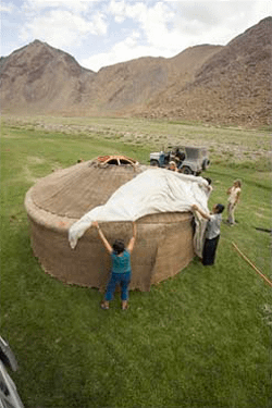 Setting up the ger/yurt
